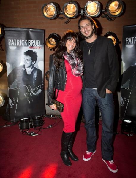 Steve Prévost et sa conjointe lors du tapis rouge avant le spectacle du chanteur Patrick Bruel au Centre Bell de Montréal.