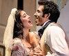La soprano Catherine Saint-Arnaud et le baryton basse Scott Brooks, qui personnifient Susanna et Figaro, allient, avec beaucoup d'habileté,jeu et chant.