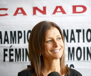 Manon Rhéaume se réjouit de l'évolution du hockey féminin au cours des 25 dernières années.