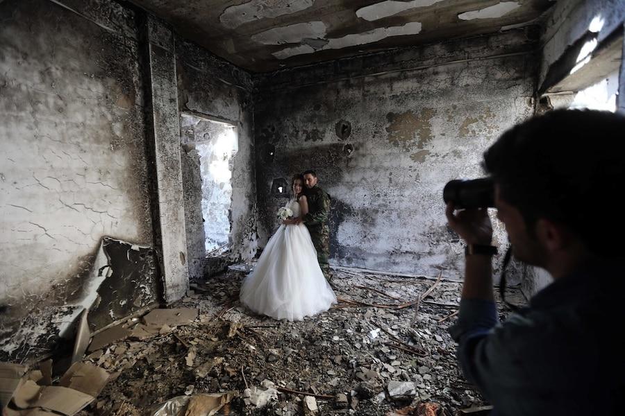 De magnifiques photos de mariage dans les ruines