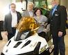 Aux commandes de la motoneige, la ministre déléguée aux Transports, Véronyque Tremblay, est entourée (de gauche à droite) de Mario Gagnon, président de la Fédération des clubs de motoneigistes du Québec (FCMQ), du député de Portneuf Michel Matte et du président de la Fédération québécoise des clubs quad, Alain Décoste.