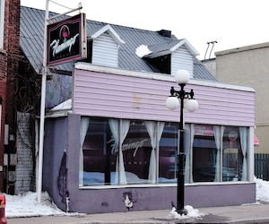 Guiseppe de Leto est accusé d'avoir tué le propriétaire Martin Bélair et la gérante Nancy Beaulieu du bar de danseuses nues le Cabaret Flamingo deSaint-Hyacinthe, en Montérégie. Les événements ont eu lieu en janvier 2015.