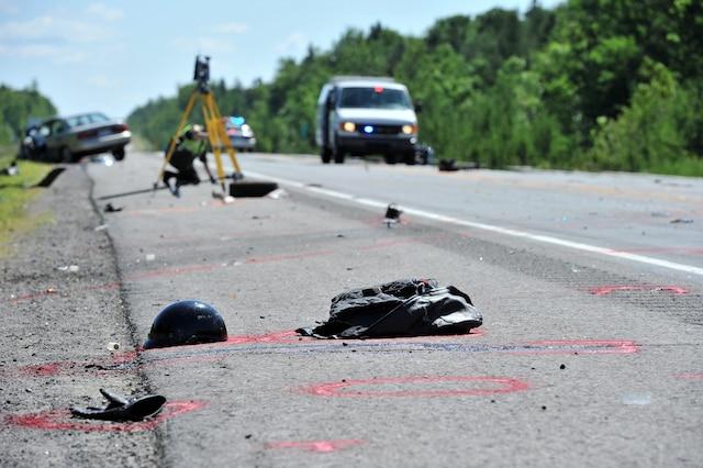 18 juin 2011<br /> Trois motocyclistes ont été frappés de plein fouet lorsqu'un automobiliste ivre a circulé dans la voie inverse en tentant un dépassement interdit. L'un d'entre eux, Gilbert Léonard, est décédé.