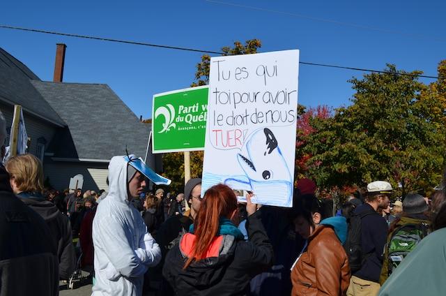 Près de 1300 militants opposés au projet de port pétrolier de TransCanada à Cacouna ont confirmé leur présence à une manifestation le 11 octobre 2014, dans la petite municipalité située dans le Bas-Saint-Laurent.