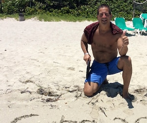 Benoît Giroux voyage beaucoup depuis qu'il a décroché le gros lot. De Cuba au Panama, en passant par le Mexique, il adore aller profiter du soleil dans le Sud. Il s'est aussi offert une voiture de luxe.