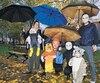 Sarla Glass Monfette, Timothée Couture, Billi, Luc, Ester Labelle et Victor ont bravé la pluie hier pour passer l'Halloween.