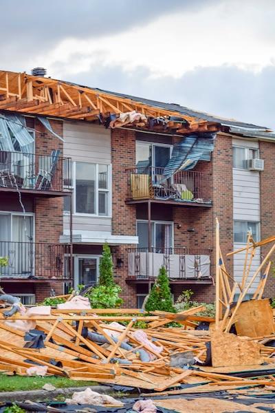 Malgré les dommages majeurs, les autorités ne déploraient aucun blessé grave en fin de soirée