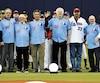 Des personnalités ayant marqué l'histoire des Expos ont été honorées avant le match entre les Brewers et les Blue Jays, lundi au Stade olympique. On peut voir Brad Wilkerson, Ross Grimsley, Claude Raymond, Dennis Martinez, Tim Burke, Larry Walker, Jacques Doucet et Felipe Alou.