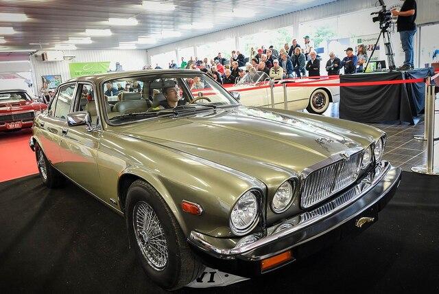 Jusqu'à dimanche, la salle d'exposition située à Saint-Étienne-de-Lauzon, sur la Rive-Sud de Québec, se transforme en immense marché pour les amateurs de voitures anciennes et d'articles rétro en tout genre.