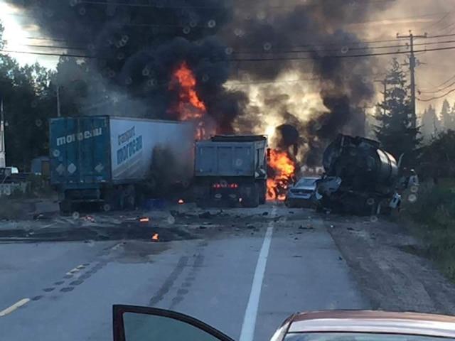 Un spectaculaire accident s'est produit sur la Côte-Nord mardi matin. Un homme a été blessé gravement.