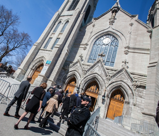 Funérailles à la mémoire de Monsieur Jean Lapierre et de Madame Nicole Beaulieu à l'église St-Viateur d'Outremont à Montréal, le samedi 16 avril 2016. . TOMA ICZKOVITS / AGENCE QMI