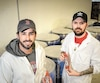 Les fondateurs de Firebarns, Pierre-Olivier Drouin et Frank Ménard, concoctent près de 22 000 bouteilles de sauce piquante dans leurs locaux de Lebourgneuf.
