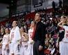 Guillaume Giroux et quatre joueuses du Rouge et Or font partie de l'équipe de basketball du Québec à Abidjan.