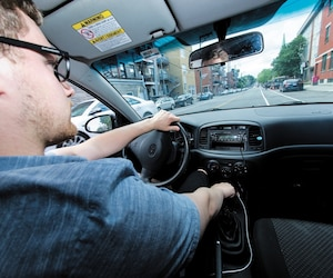Même si le nombre de décès global a baissé depuis 45 ans au Québec, entre autres à cause de l'amélioration de l'état des routes et de la fabrication plus sécuritaire des automobiles, les accidents mortels impliquant des jeunes de 15 à 24 ans ont augmenté de 63% en 2017 par rapport à 2016 selon les chiffres de la SAAQ.