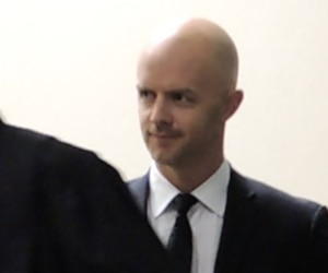 Le procès de Simon Beaulieu (à l'arrière) aura lieu en octobre.