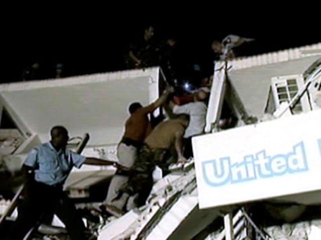 PORT-AU-PRINCE  Des membres de la force de maintien de la paix des Nations Unies fouillent les débris de leur quartier général dans le but de retrouver des survivants. Selon les décomptes, 150 travailleurs manquent toujours à lappel.