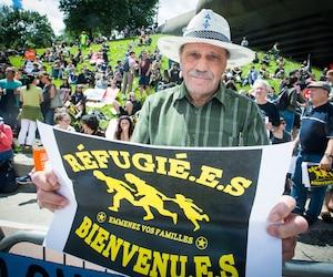 Gérald Briand tenait à participer au rassemblement qui s'est tenu dimanche au stade, auquel ont pris part quelques centaines d'autres personnes pour rappeler que les migrants sont avant tout des êtres humains et que l'«on doit les accueillir comme tels».