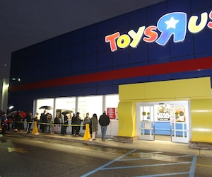 """US-TOYS""""R""""-US-WELCOMES-HOLIDAY-SHOPPERS"""