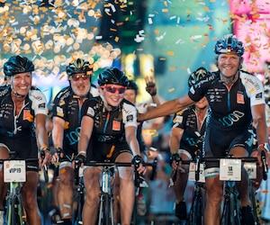 Arrivée des cyclistes participant à la 10e du 1000 kilomètres du Grand Défi Pierre Lavoie au Stade Olympique, à Montréal, dimanche le 17 juin 2018. Sur cette photo: Lynne Routhier, Joly-Ann et Pierre Lavoie.