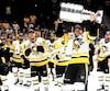 Le capitaine des Penguins de Pittsburgh, Sidney Crosby, lors de la conquête d'une deuxième coupe Stanley d'affilée, en juin dernier.