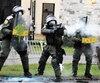 Le policier Denis Burelle, matricule10477 (au centre), a tiré 10projectiles en une demi-heure lors de l'émeute deVictoriaville.