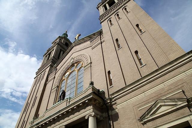 L'Église St-Anne estaujourd'hui fermée et sert de salle de réception. C'est aussi un musée desfresques d'Ozias Leduc