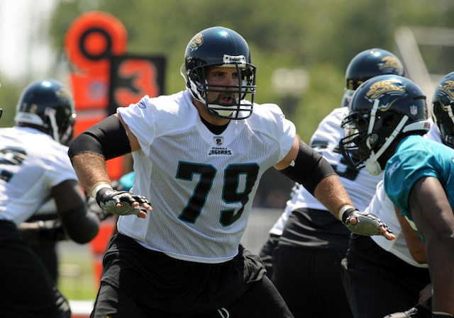 Tony Pashos #79, Cleveland, plaqueur. 6-6, 337 lbs. AFP