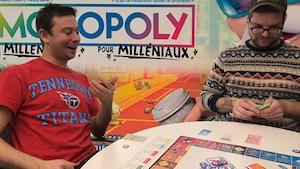 Des Milléniaux testent le Monopoly pour Milléniaux