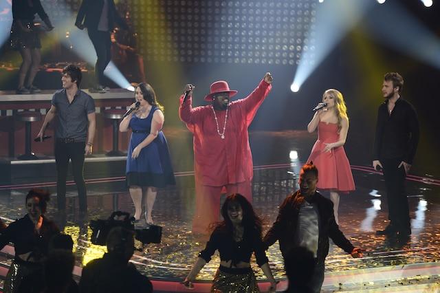 La grande finale de «La Voix» a eu lieu le 13 avril 2014 à Montréal. Sur la photo, Rémi Chassé (équipe de Louis-Jean Cormier), Renée Wilkin (équipe de Marc Dupré), le chanteur CeeLo Green, Valérie Lahaie (équipe d'Éric Lapointe) et Yoan (équipe d'Isabelle Boulay).
