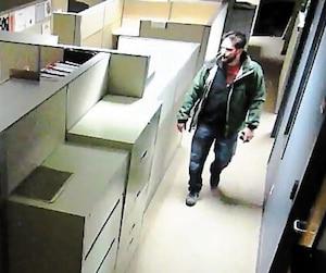 Marc-Olivier Perron a été filmé avantd'accéderà des fichiers «très secrets» du Bureau d'analyse et de renseignement criminel, enmars 2016.
