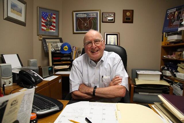 Raymond Bacon, 76 ans estco-directeur du Museum of Work and Culture et ancien professeur d'histoire. Ilparle très bienfrançais puisqu'il est allé àl'école paroissale bilingue.