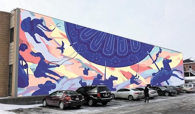 Le carrousel - 2017</br> Olivier Bonnard</br> Prévention du crime Ahuntsic-Cartierville</br> Située 5945, boulevard Gouin Ouest</br> Un clin d'œil à l'histoire du quartier en recréant le mémorable parc d'attraction Belmont. Cette œuvre s'inspire également du peintre français Henri Matisse.