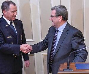 Le maire de Québec donne toute sa confiance en son chef de police, Robert Pigeon, qui a été écorché par le président de la Fraternité des policiers de Montréal, Yves Francoeur.