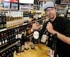 Le gérant du Monde des Bières situé sur Marie-de-l'Incarnation, David Chamberland, invite les gens à profiter de la grève de la SAQ pour découvrir de nouveaux produits. «Il y a d'excellents produits et, surtout, pour tous les goûts.»