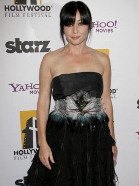 Il y a quelques années, Shannen Doherty était très populaire grâce à l'émission Beverly Hills 90210. Elle en a d'ailleurs profité pour se dénuder une première fois en mars 1994 et une deuxième, en décembre 2003.