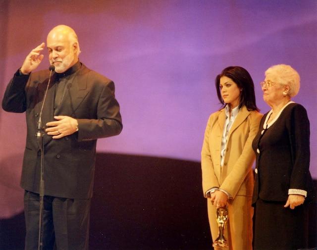 On a rendu un bel hommage à René Angelil au gala de l'ADISQ. Il est monté sur la scène accompagné de sa fille Anne-Marie et de sa mère Alice. 04 novembre 1996 PHOTO ALFRED LANCTOT / LES ARCHIVES / LE JOURNAL DE MONTREAL