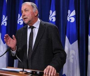 Pierre Paradis a indiqué aux médias par le biais de son attachée politique qu'il souffrait d'une commotion cérébrale.