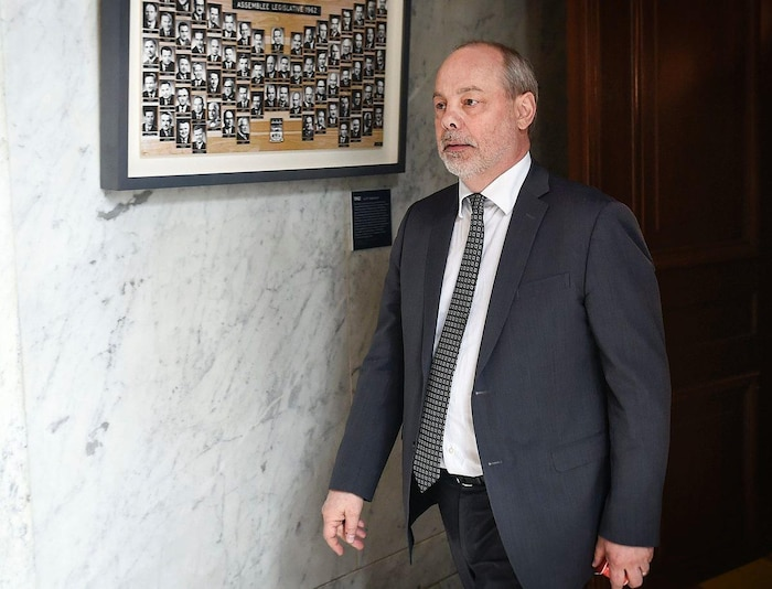 Le chef de cabinet du premier ministre,  Jean-Louis Dufresne, en menait large,  et avait des relations tendues avec des  membres de l'équipe gouvernementale