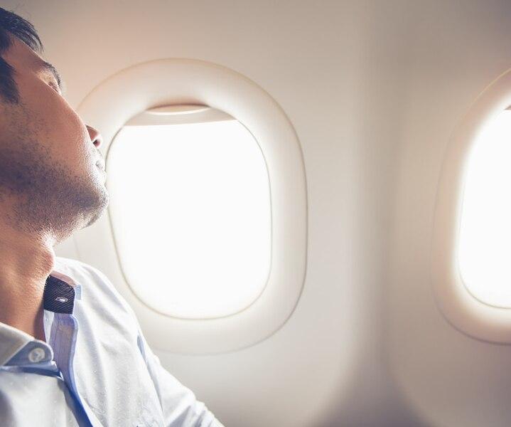 Dormez mieux en avion avec ces 4 trucs