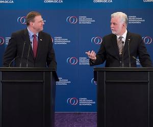 Le premier ministre Philippe Couillard et le gouverneur de l'État du New Hampshire, Christopher T. Sununu, lundi, en point de presse à Montréal.