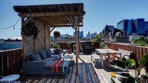 Image principale de l'article Un condo boho avec une immense terrasse