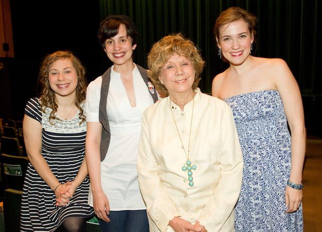 Denise Filiatrault   est accompagnée  des comédiennes de la pièce Les Innocentes,   Catherine  Leblond, Sylvie De Morais et  Rose-Maïté Erkoreka, qui a été présentée aux invités.