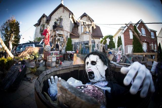 Ce qui hante nos nuits le journal de montr al - Decoration halloween maison hantee ...