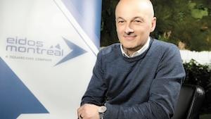 Le chef du studio d'Eidos Montréal David Anfossi fournit des leçons de français sur les heures de travail aux talents recrutés de l'étranger.