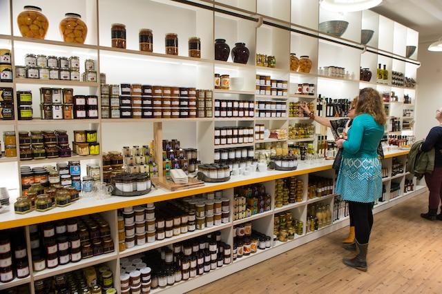Ouverture de la nouvelle boutique d'Andréa Jourdan, située au Marché Jean-Talon.