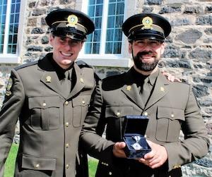 Thomas Tremblay et Jean-Philippe Girard étaient présents hier à Nicolet pour la remise de la Croix de la bravoure.