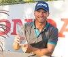 Tim Alarie a soulevé le trophée emblématique du Championnat des joueurs du circuit Canada Pro.