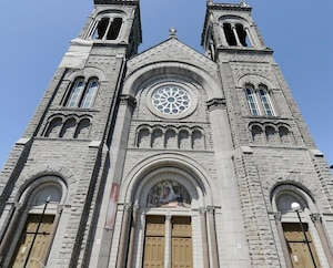 Les problèmes structurels de l'église du Très-Saint-Sacrement, à Québec, sont si graves qu'ils ne permettent plus le maintien des activités dans un cadre sécuritaire.