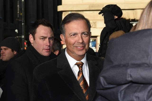 Le ministre Sam Hamad lors de l'entrée des invités aux funérailles de René Angelil, célébrées ce vendredi après-midi 22 janvier 2016, à la Basilique Notre-Dame, à Montréal.