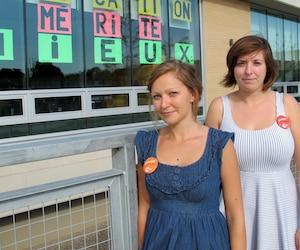 Nancy Bélanger-Pilon et Marie-Pier Connolly enseignent à l'école-hôpital Victor-Doré et dénoncent les compressions en éducation. «Je suis enseignante et je me sens muselée. Pourtant, j'ai envie de crier à quel point j'ai peur. Vos enfants méritent mieux», confiait Mme Bélanger-Pilon.